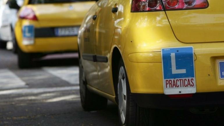 La Justicia anula que sólo 300 autoescuelas se repartan los cursos de recuperación de puntos.